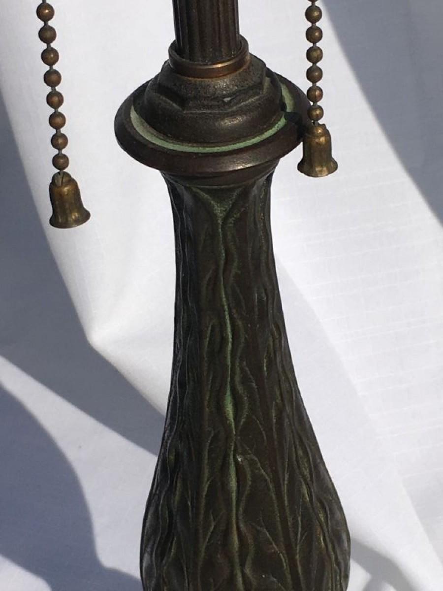 B103 Tobacco or leaf style lamp base