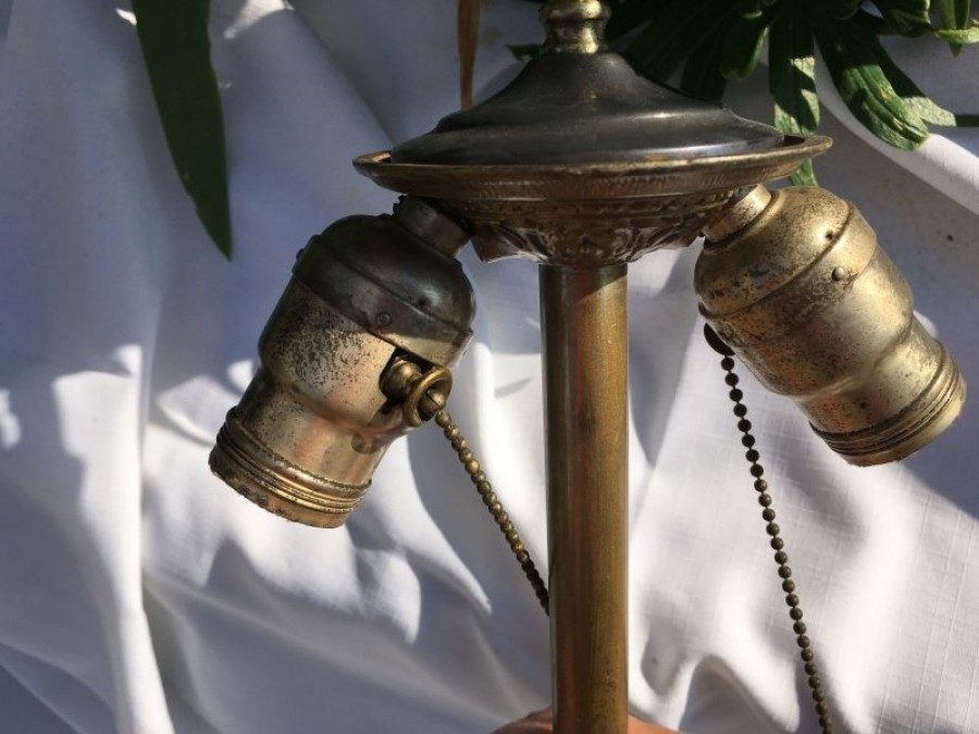 B105 Bradley and Hubbard Vase style lamp base