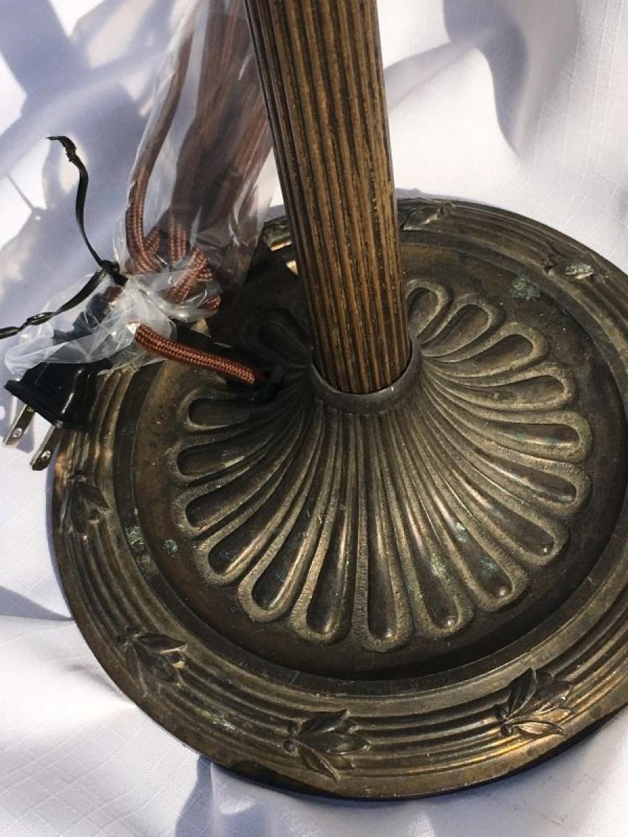 B106 Traditional antique column lamp base